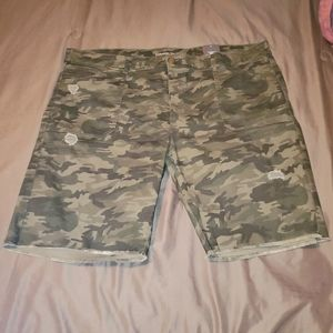 Avenue Green Camouflage Jean Shorts Plus S…